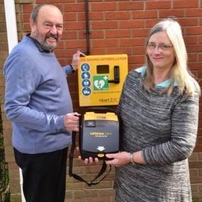 Uratowany przez AED ufundował defibrylator swojej miejscowości