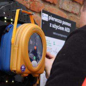 W Lesznie pojawił się kolejny defibrylator AED